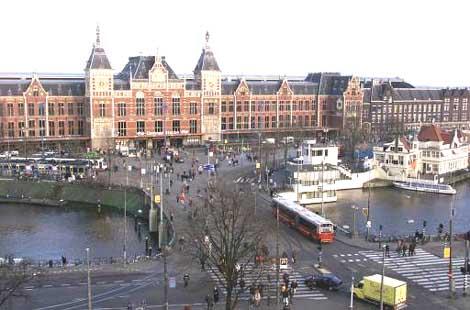 Dti reiswereld amsterdam cs winkelcentrum voor haastige reizigers - Centraal eiland om te eten ...